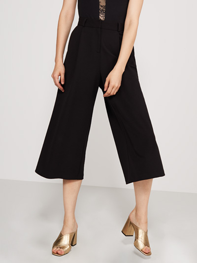 Black Culottes An absolute fash-pack fave right now, and integral to any OOTD, we've fallen head over heels with culottes this year. Sitting high on the waist, and falling to a calf-skimming length, it's finally time to ditch the denim thanks to the oriental-derived design. For a sports luxe vibe, look to a crop top and bomber combo, with slip-on sneaks to finish. Alternatively, pair our black culottes with heels and a bodysuit for a fashion forward approach come Saturday night. Main Fabric: 96% Polyester 4% Elastane Lining: 100% Polyester Item No. 65889